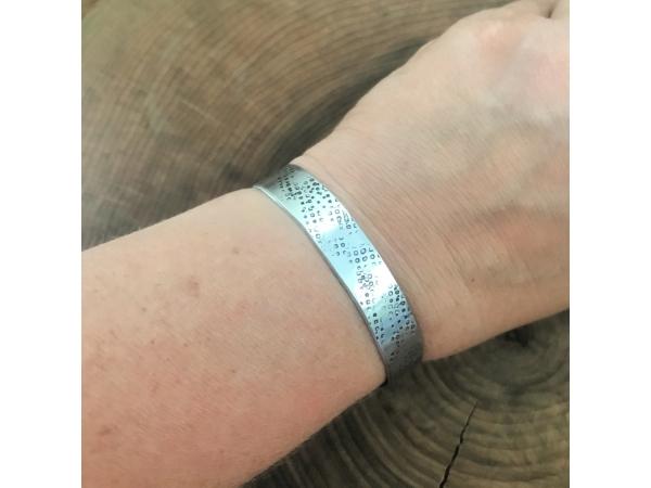 textured message cuff