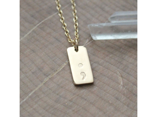 personalized dainty gold necklace